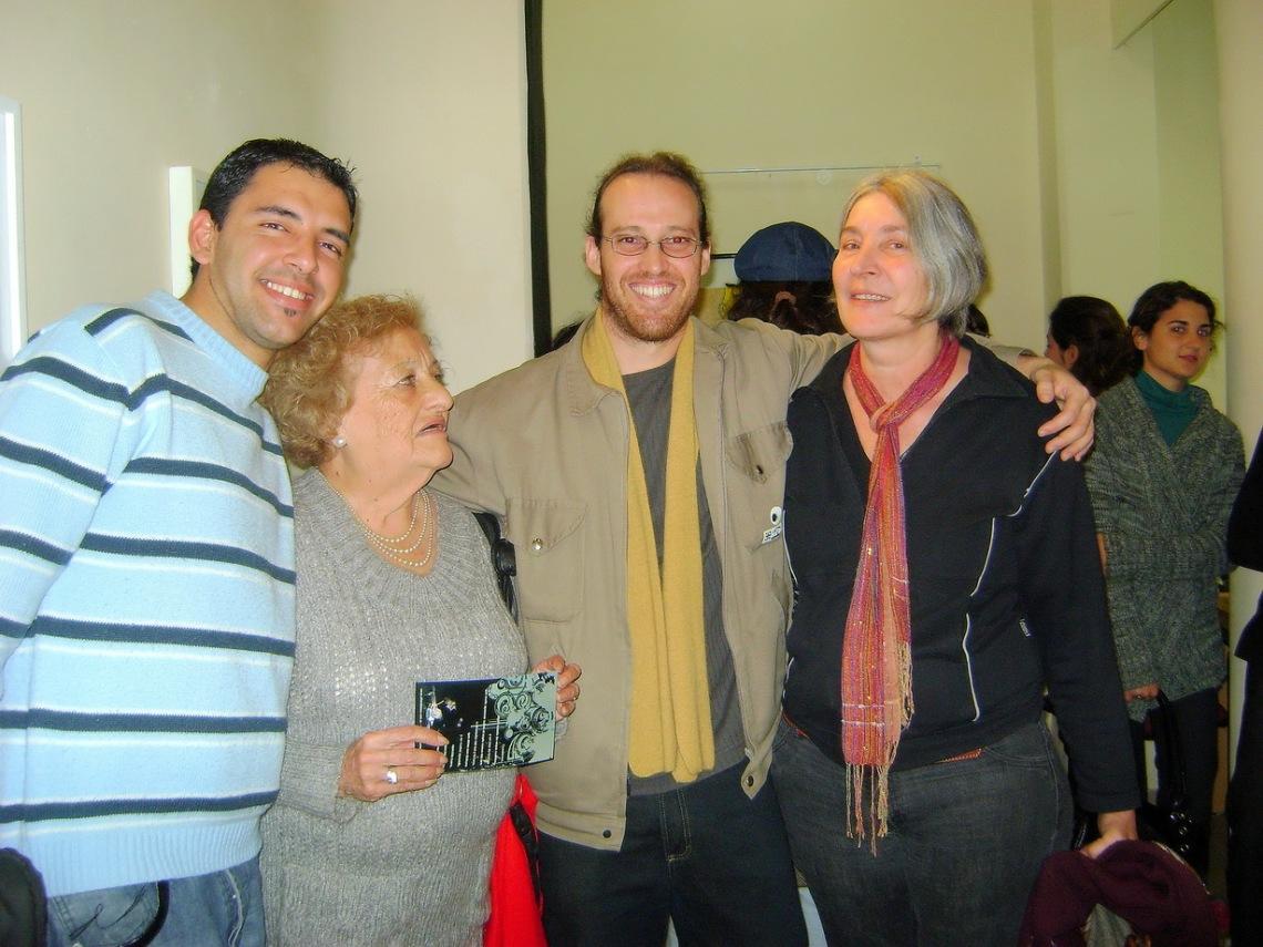 el artista con Raquel Minetti y amigos.
