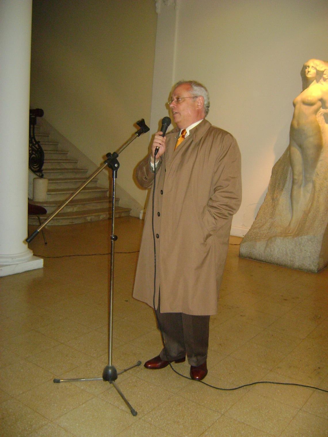 El director del museo, Marcelo Olmos, hace uso de la palabra.