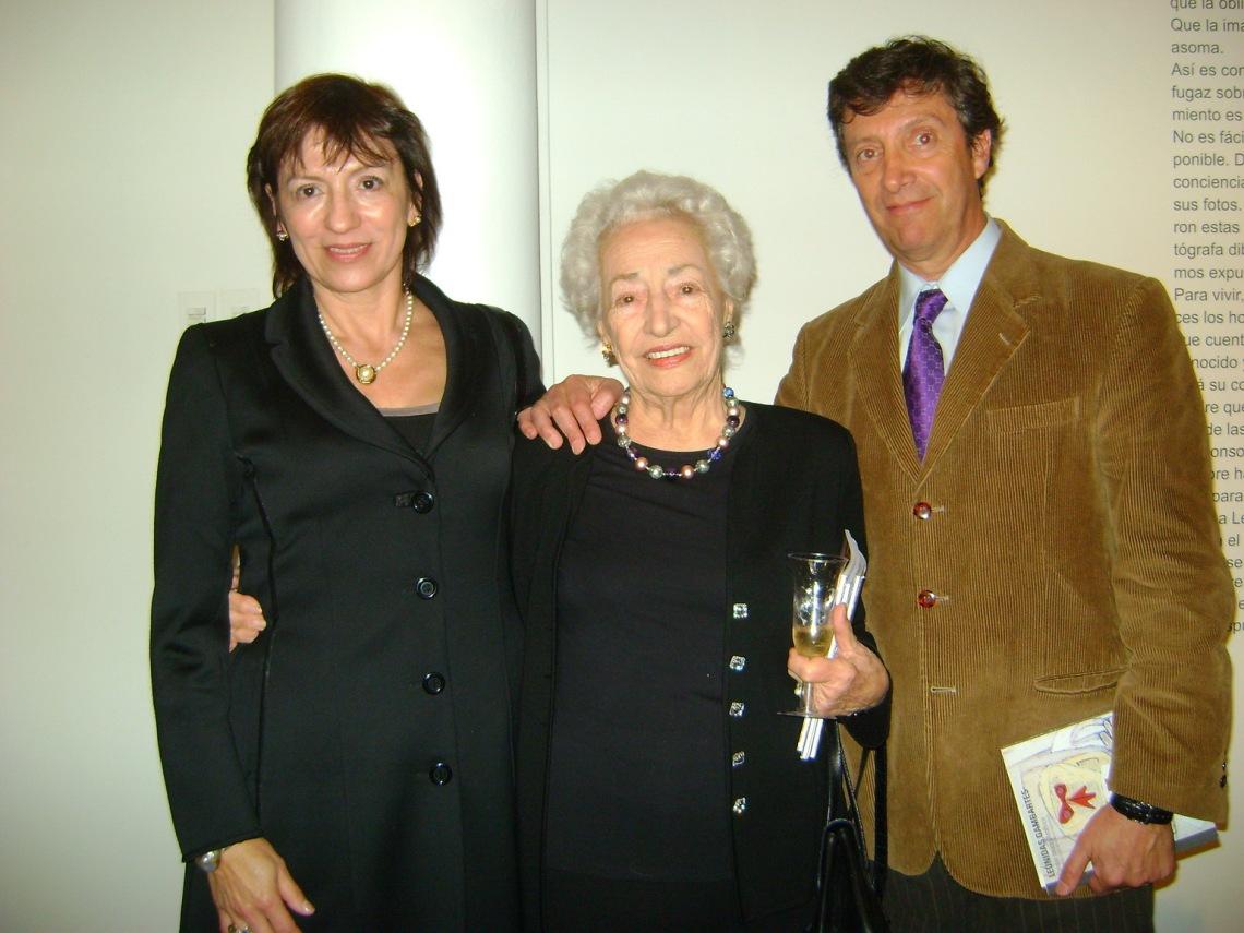 Betty, Beatriz y Leonidas Gambartes.