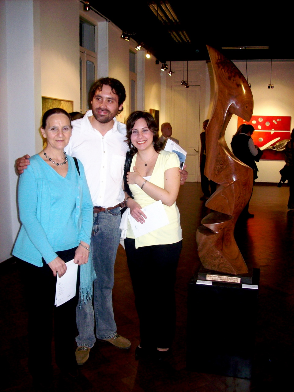 El escultor, su novia y Teresa Marty