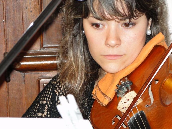 La Viola, de tono un poco mas grave que el Violín,