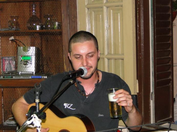 Leandro Aimino en Guitarra.