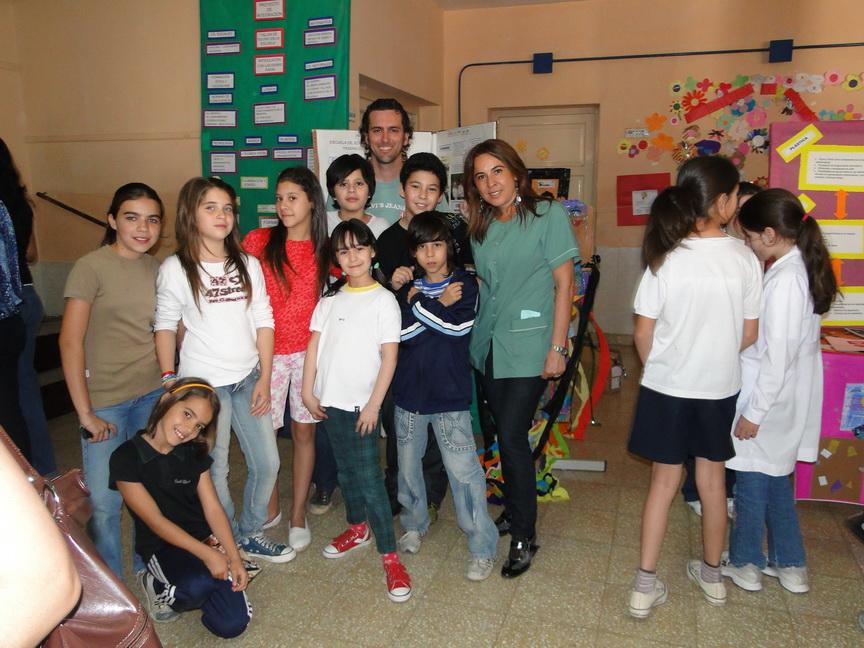 Marisa Bruzzone junto a sus alumnos y profesores colegas.