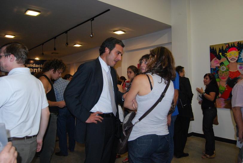 El Dr. Oscar Martínez con el público