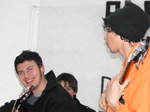 ALERTA CROMÁTICA: ALUVION JOVEN DE PLASTICA Y MUSICA.