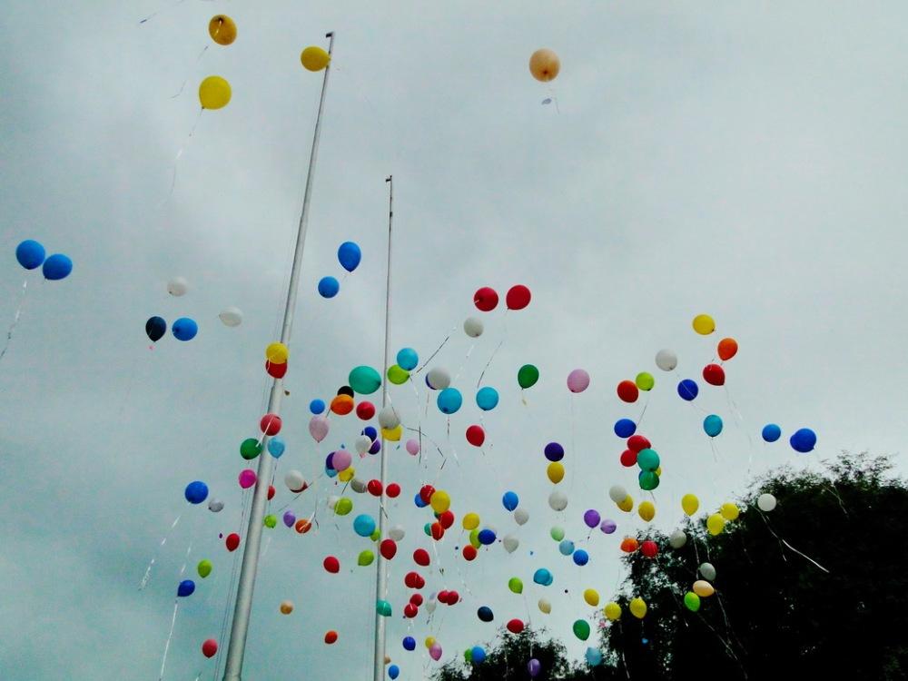 los globos ganan altura.