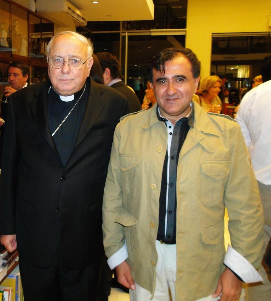 Daniel otero con Monseñor Arancedo