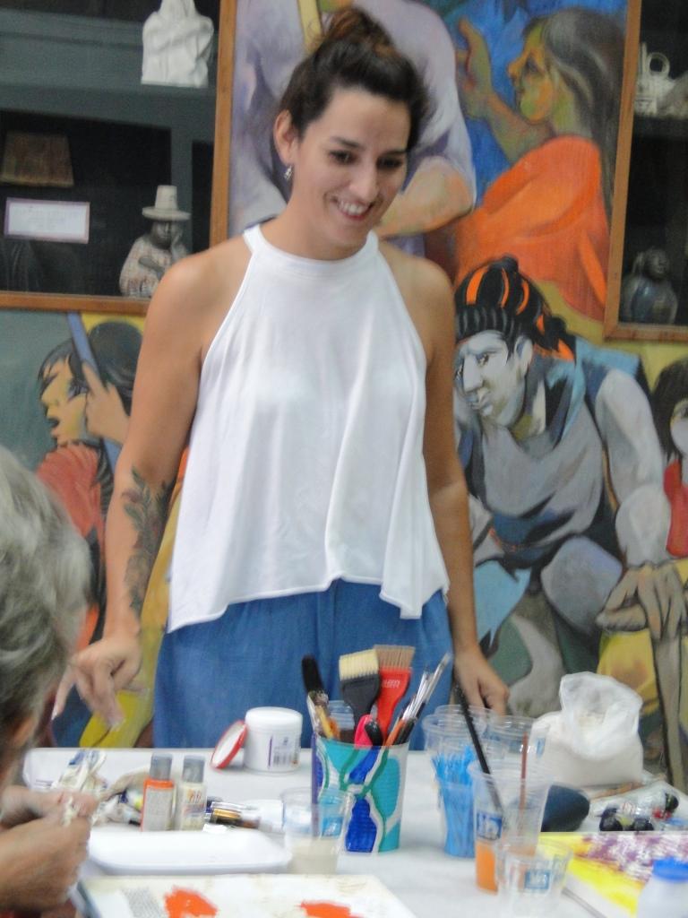 La Docente Maira Gonzalez en plena clase