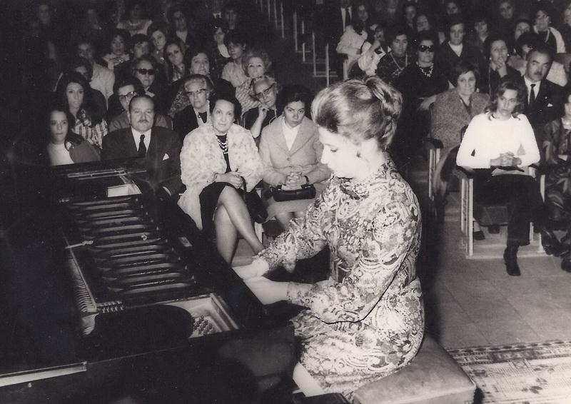 Perla Del Curto fue más una gran pianista internacional. Fue más que una cadencia y un impromptu, más que un calderón y una corchea. Fue nuestra embajadora humana, nuestra insignia como argentinos en todo el mundo, algo que nadie ha logrado repetirlo. Amante de la música de cámara, no se amilanaba ante nada. De Guastavino a Chopin, de Mozart a Piotr Illich Tschaicovsky.